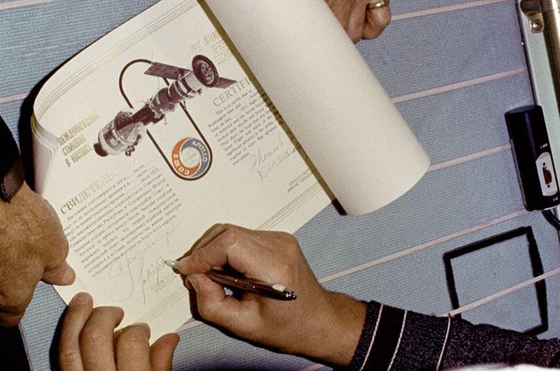 Firma del certificado conjunto de la misión