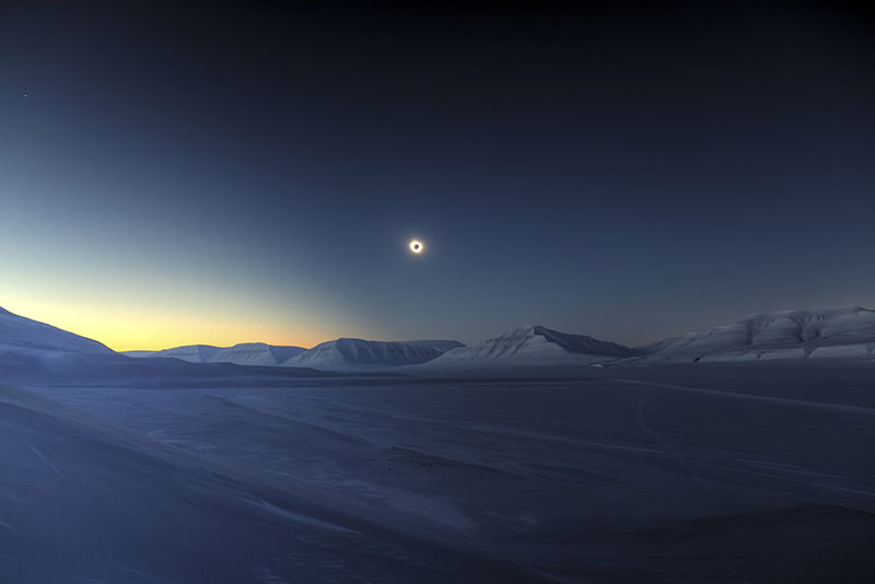 Eclipse Totality over Sassendalen por Luc Jamet