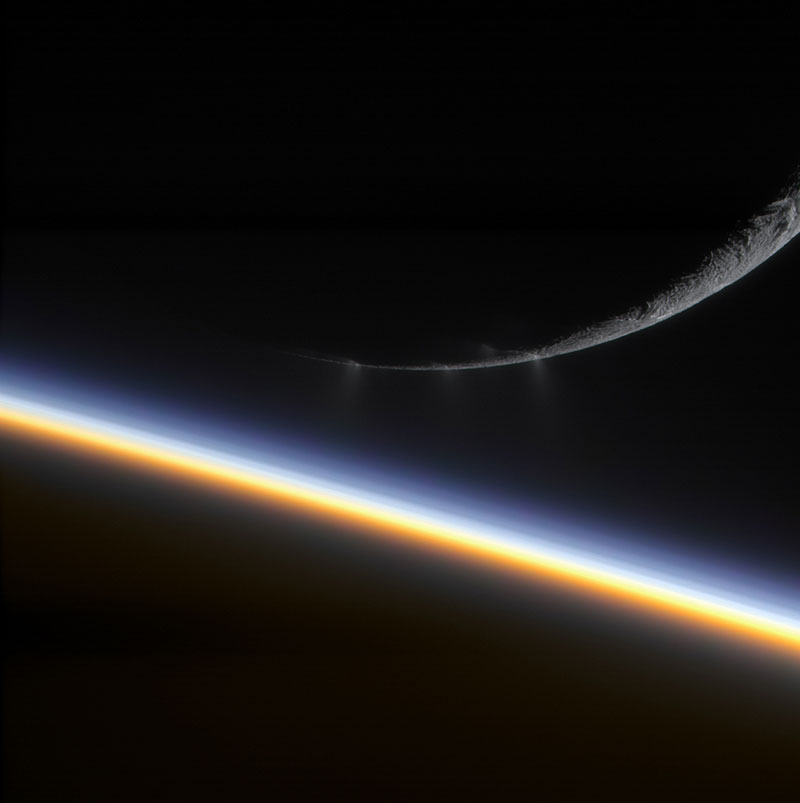 Saturno y Encélado a contraluz