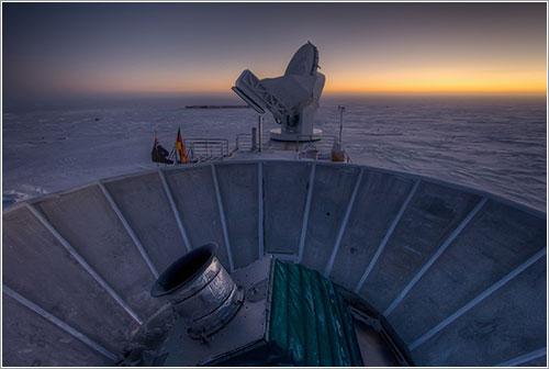 El telescopio Bicep2 al anochecer