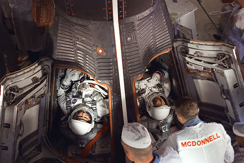 Cooper y Conrad antes del lanzamiento