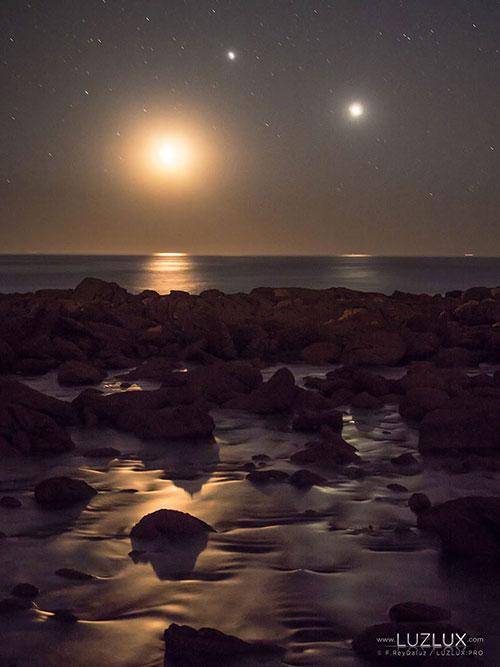 La Luna, Venus y Júpiter desde las Cíes