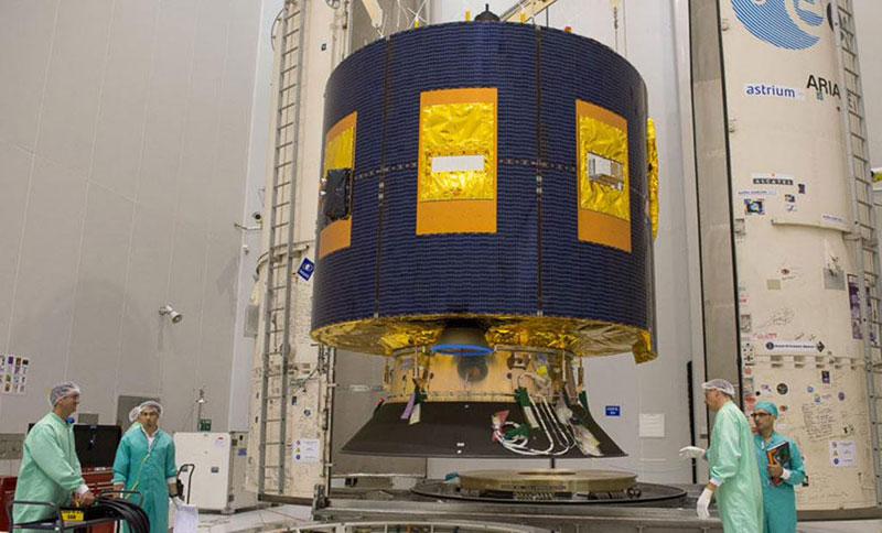 El MSG-4 siendo encapsulado en su cohete lanzador