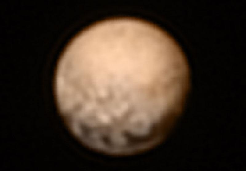 Plutón a 12,5 millones de kilómetros