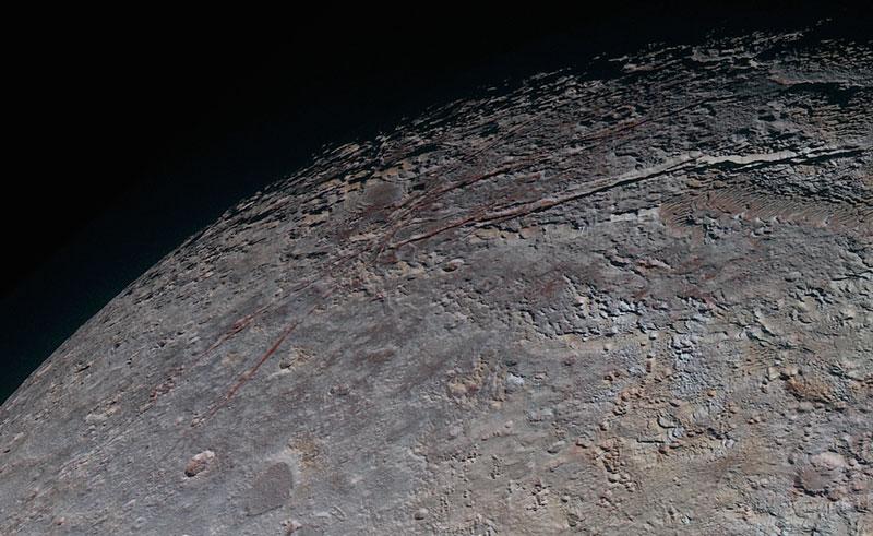 Fracturas en la superficie de Plutón