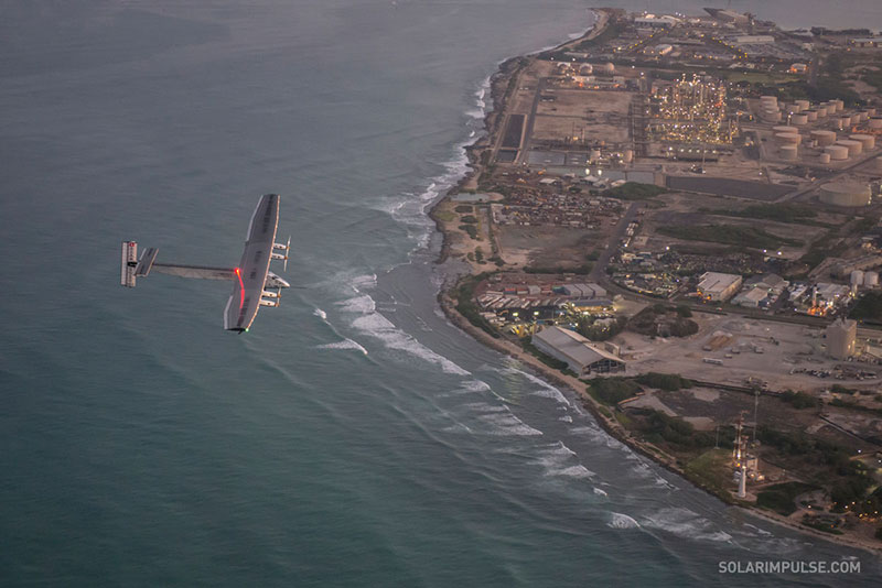 El Solar Impulse 2 llegando a Hawaii