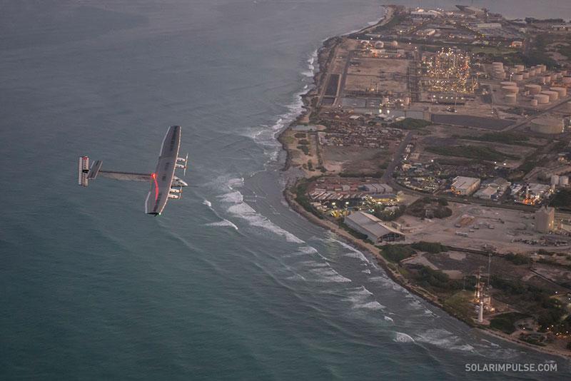 El Solar Impulse 2 llegando a Hawaii