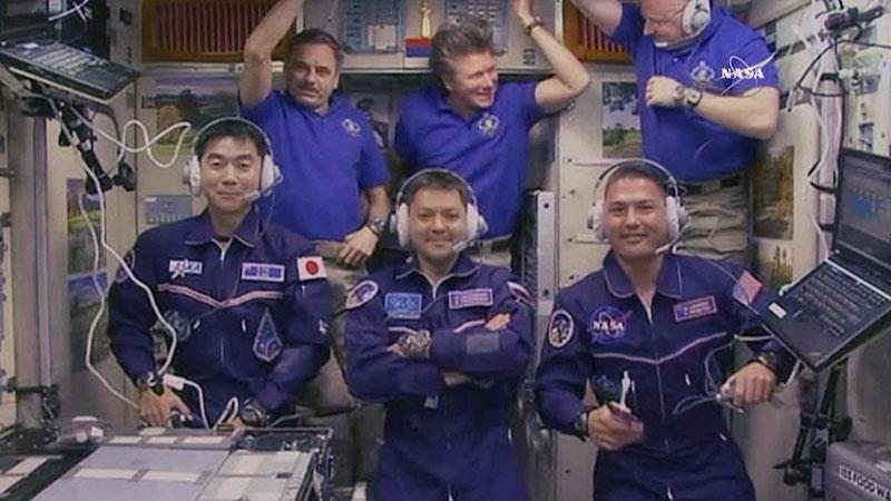 La tripulación de la EEI al completo