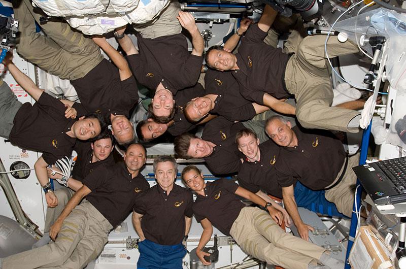 Trece astronautas en la EEI