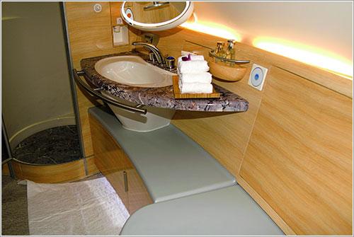 Duchas en la primera clase de Emirates