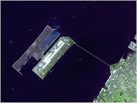 Aeropuerto Kansai visto desde el espacio