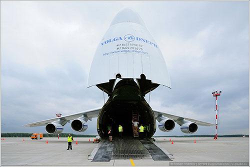 An-124 con el morro abierto