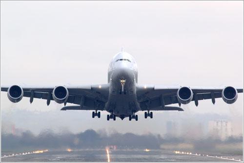 Primer A380 despegando @ Airbus S.A.S.