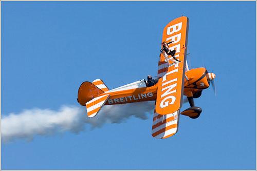 Las Breitling Wing Walkers en acción en la Festa al Cel 2011
