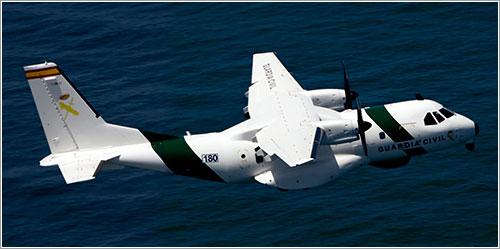 CN-235 del SAER en vuelo