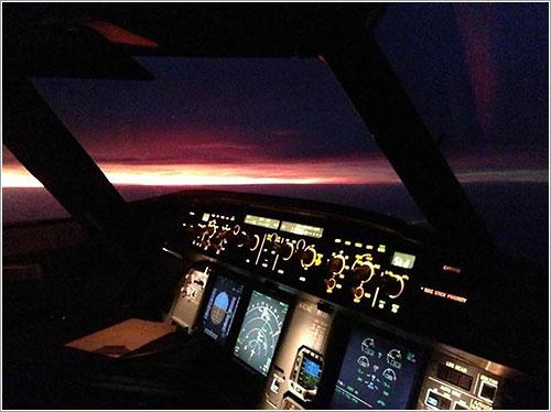Vista nocturna desde la cabina de un A320