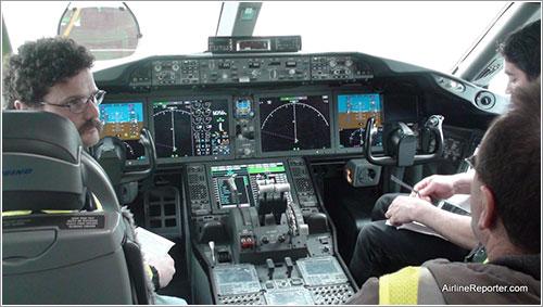 Cockpit del 787 - Airlinereporter.com