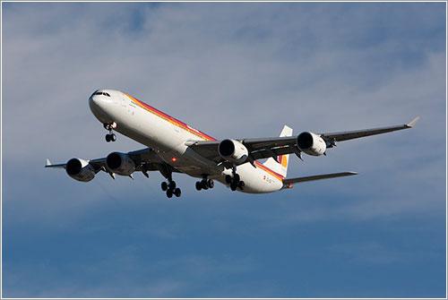 El A340-600 EC-IZX aterrizando en la 33L de Madrid - Wicho