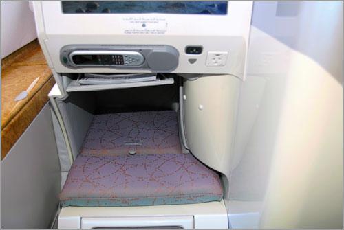 Hueco para los pies en los asientos de ejecutiva de Emirates