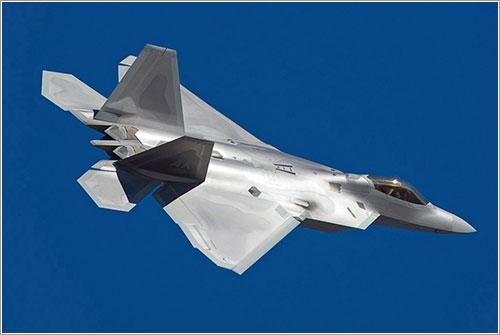F-22 de la USAF en vuelo