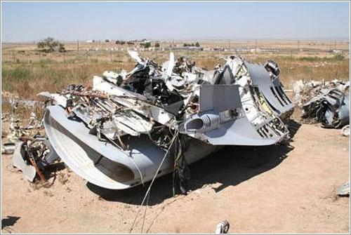 Restos de un F-16 en el Crash Lab de Kirtland AFB