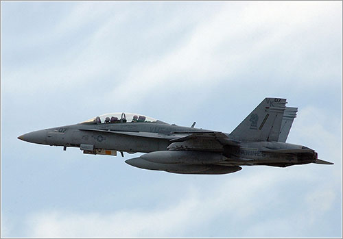 F/A-18D del Marine Fighter Attack Squadron One Twenty One