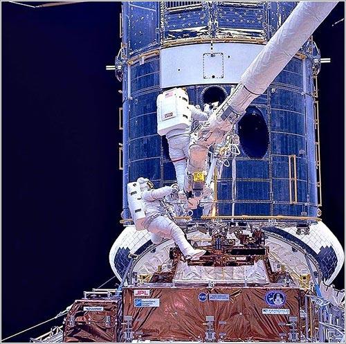 El Hubble en plena reparación - NASA