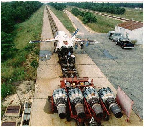 Un F-18 en el trineo