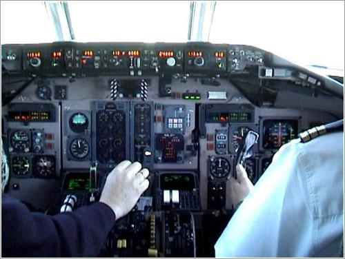 El segundo se hace cargo del avión - J. M. Gacías