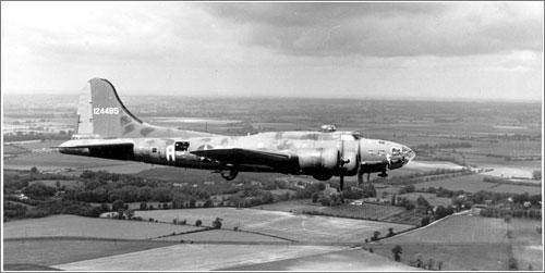 El Memphis Belle volando de vuelta a los Estados Unidos