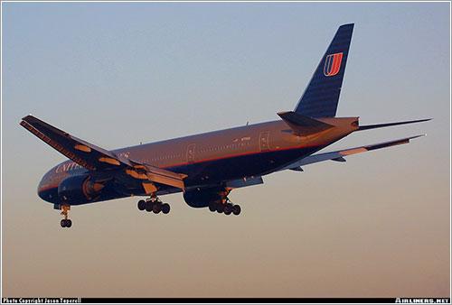 N770UA por Jason Taperell - AirTeamImages