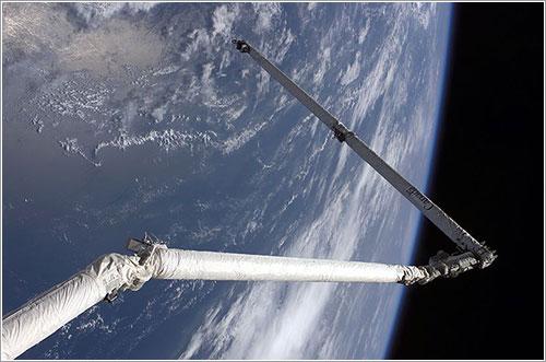 EL OBSS en uso durante la misión STS-114 - NASA