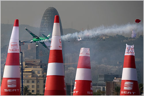 Michael Goulian choca contra el Quadro - Bob Martin/Red Bull Air Race