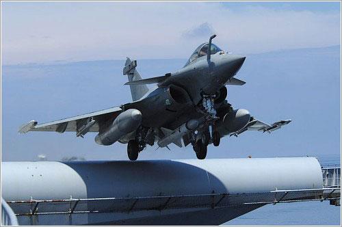 Rafale despegando de un portaaviones