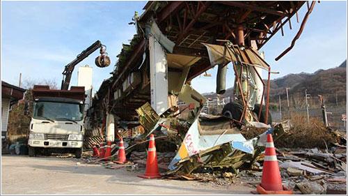 Los restos del Juan T. Trippe en plena demolición - Matt Douma / The Times