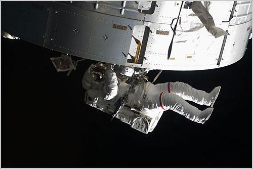 Steve Swanson durante el paseo espacial - NASA