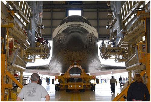 Discovery entrando en el VAB - Damaris B. Sarria