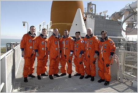 La tripulación de la misión STS-119 - NASA/Kim Shiflett