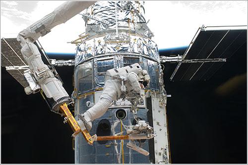 Andrew Feustel en acción - NASA