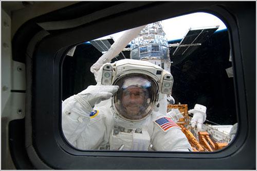 Good saludando a sus compañeros - NASA