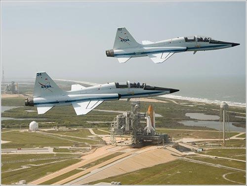 Dos t-38 y dos transbordadores