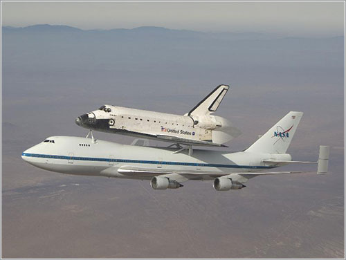 Atlantis a lomos del SCA - NASA/Jim Ross
