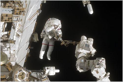 Wolf durante el paseo espacial - NASA