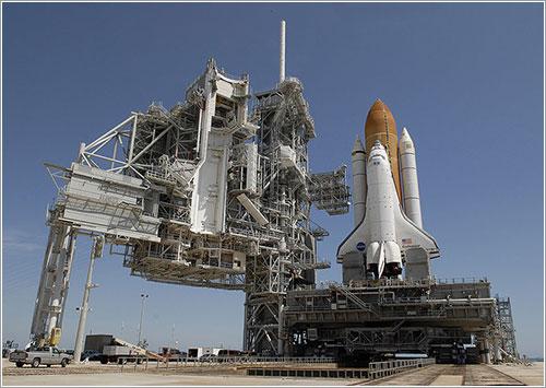 Endeavour en la plataforma de lanzamiento - NASA/Kim Shiflett