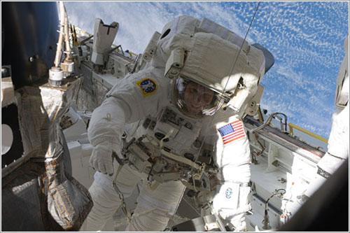 Tim Kopra durante el primer paseo espacial de la misión - NASA