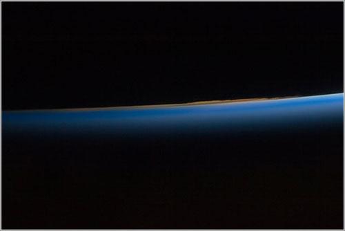 La atmósfera vista desde el Discovery - NASA