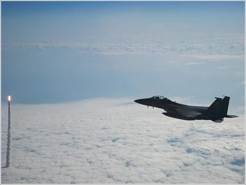 Foto aérea del Endeavour y de un F-15