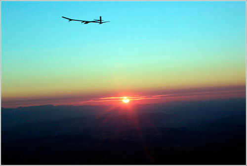 Solar Impulse a la puesta del Sol - KEYSTONE/Dominic Favre/POOL/SOLAR IMPULSE