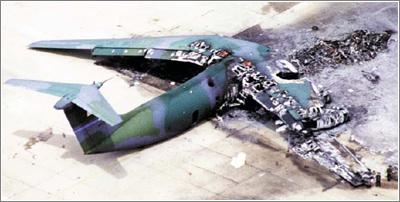 El piloto tiende a abandonar un caza en vuelo en el último segundo