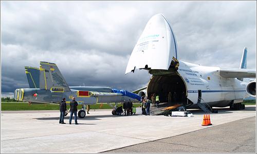 El Antonov que se zampa un F/A-18 para desayunar / Foto: L-3 MAS